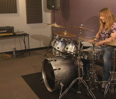 Stacey Leigh is drumming for six hours to help the hungry