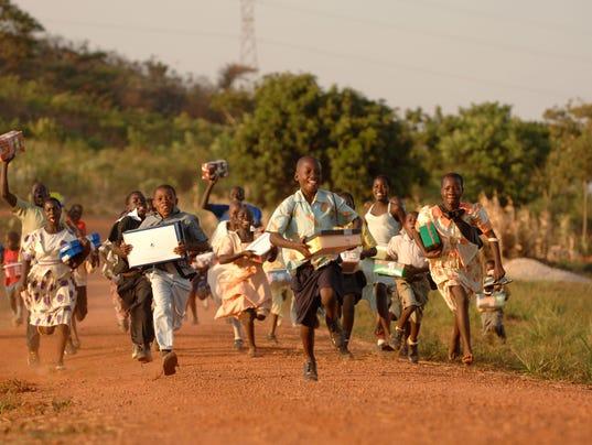 636166119440327886-Shoe-Box-Distribution-in-Uganda-2008-2.jpg