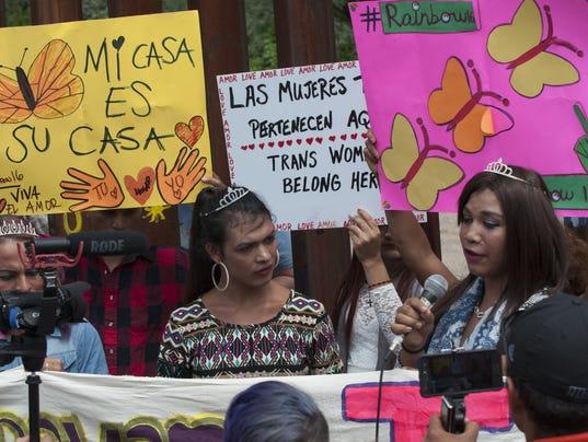 CARAVANA DE TRANSEXUALES Y HOMOSEXUALES SOLICITÓ ASILO EN GARITA FRONTERIZA