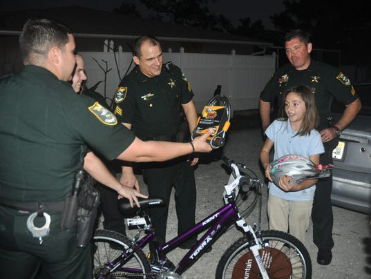 636495653568227806-13-Deputies-Deliver-Bikes-21-.JPG
