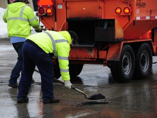 636511904690497253-potholes4.jpg