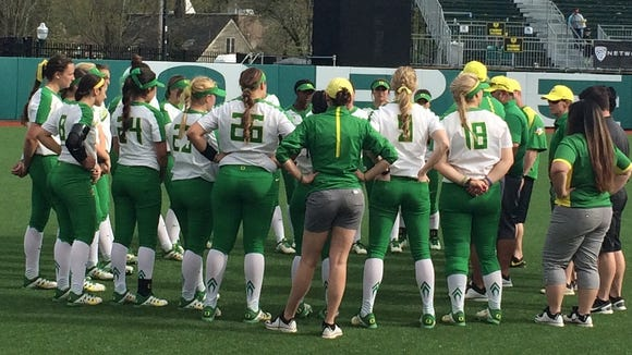 The Oregon Ducks softball team gathers Sunday after losing 4-1 to UCLA.