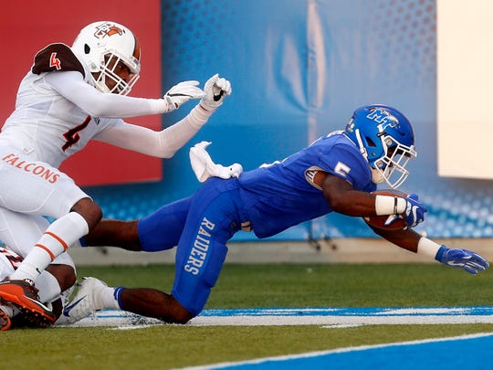 MTSU's Jocquez Bruce (5) dives short of a touchdown