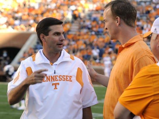 Tennessee coach Derek Dooley talks with Peyton Manning