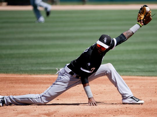 Chicago White Sox shortstop Alexei Ramirez forces Los Angeles Dodgers' Carl Crawford out a second after he tried to advance on a hit by Juan Uribe during the third inning of a spring training baseball exhibition game in Glendale, Ariz., on Tuesday, March 31, 2015. (AP Photo/Chris Carlson)