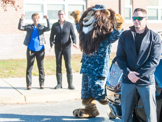 Sgt. Roary the Lion is introduced to students at Veteran's