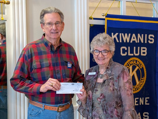 Don Paige, of the Kiwanis Club of Abilene, presents