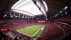 Fans fill University of Phoenix Stadium for the Cardinals
