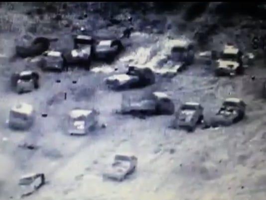 AP MIDEAST IRAQ FLEEING FALLUJAH I IRQ