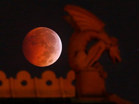 APTOPIX Lunar Eclipse (2)