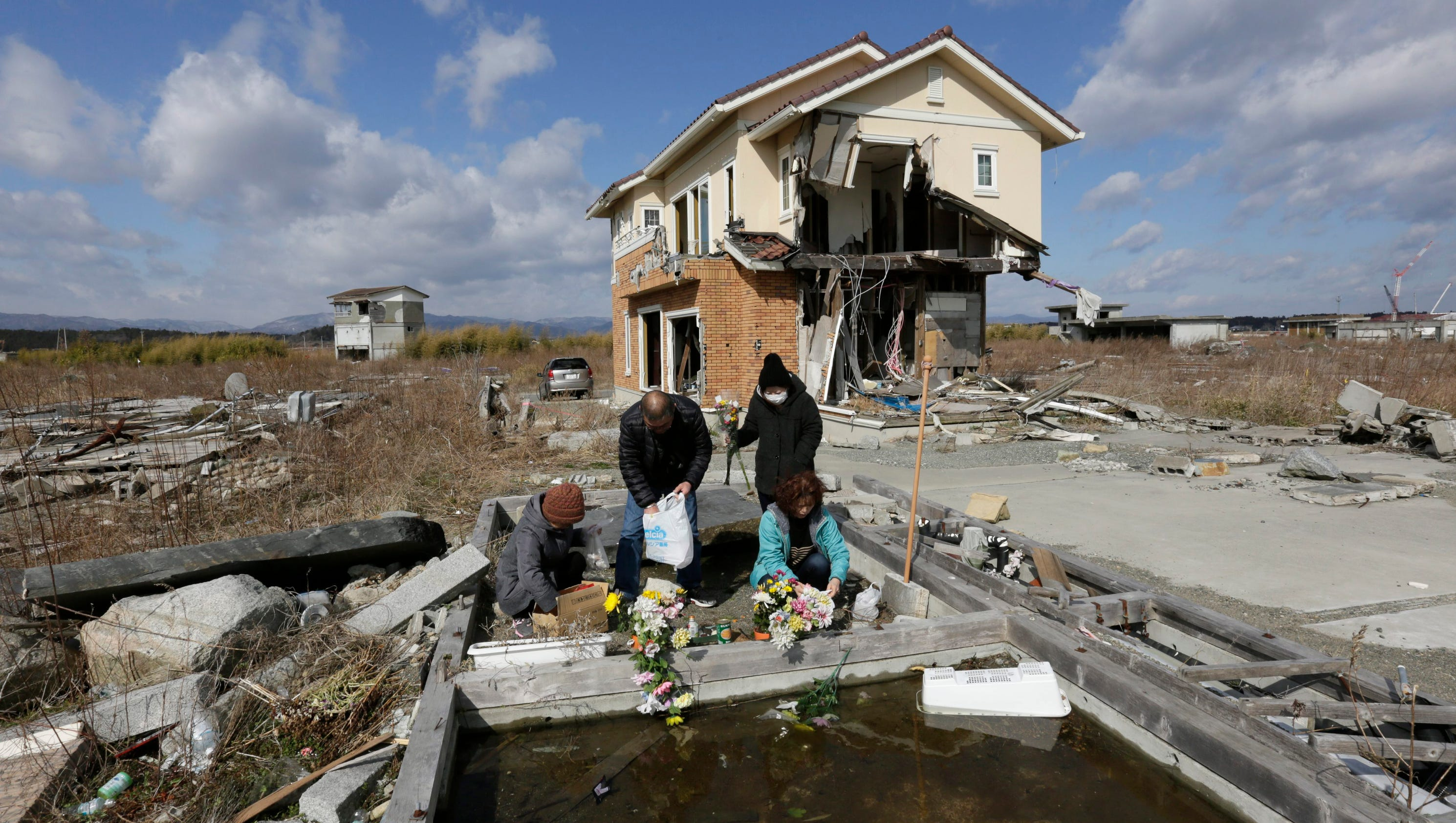 250 000 japanese still displaced 4 years after quake