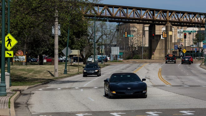 Motorists move along Riverside Drive at Court Avenue on Wednesday, March 22, 2017. Memphis officials plan to install bike lanes on Riverside  between Jefferson and Beale, and on nine other streets during upcoming repaving projects.