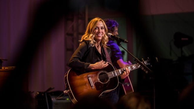 Sheryl Crow performs at the Swan Ball 2017.
