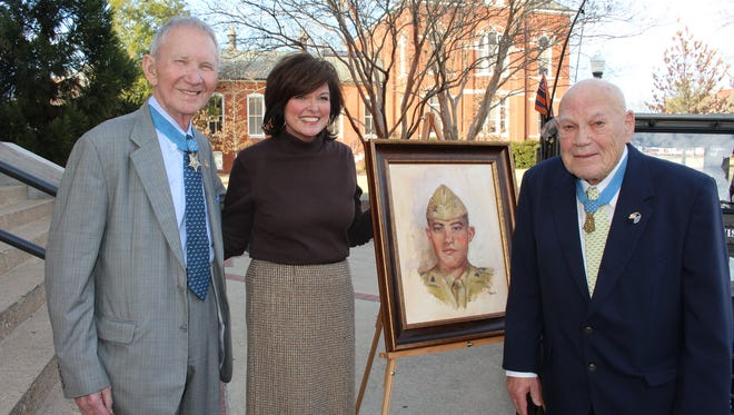 Medal of Honor recipients James Livingston, left and Bennie Adkins flank artist Barbara Davis at an Auburn University ceremony. Alvin Benn/Special to the Advertiser