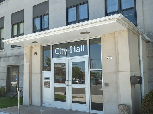635515920770030128-Oshkosh-City-Hall-1-