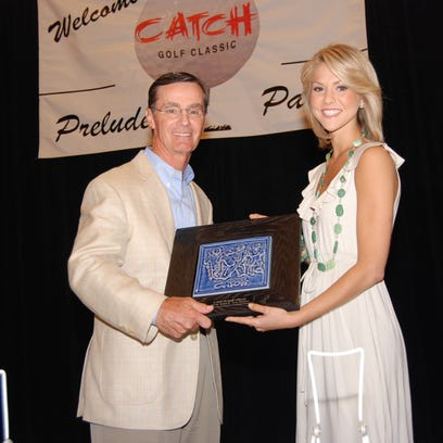 Del de Windt II, who was honored for his community service at the 2009 CATCH Golf Classic & Prelude Party, receives his award from Miss America 2008 Kirsten Haglund, formerly of Farmington Hills.
