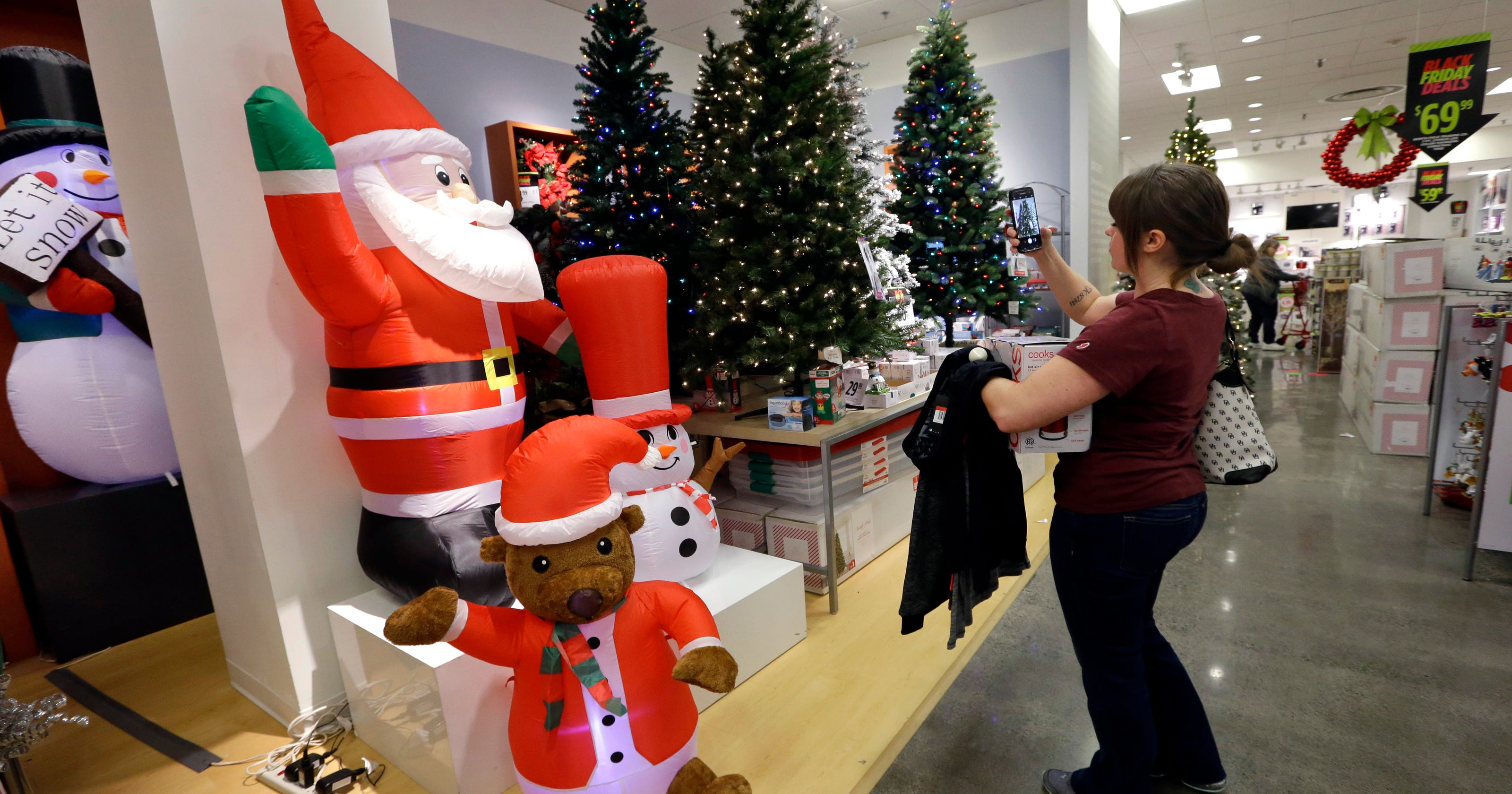 Christmas Tree Shortage.Artificial Christmas Tree Sales Boom In 2017 Due To Cost