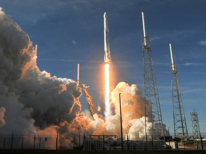 A SpaceX rocket lifts off from Pad 40 at Cape Canaveral