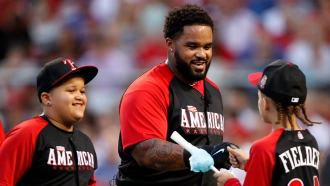 Jul 13, 2015; American League designated hitter Prince Fielder (84) of the Texas Rangers reacts with his sons Haven Fielder (right) and Jaden Fielder during to the 2015 Home Run Derby the day before the MLB All Star Game at Great American Ballpark.