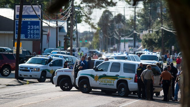 Police line the street on Napoleon Avenue in Sunset, LA, Wednesday, Aug. 26, 2015. As of 6PM on Wednesday, at least three were confirmed to be shot including one police officer.