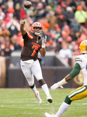 Cleveland Browns quarterback DeShone Kizer (7) throws a pass for a first down against the Green Bay Packers during the first quarter at FirstEnergy Stadium.