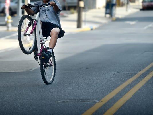 ldn-mkd-082416-bike riding-