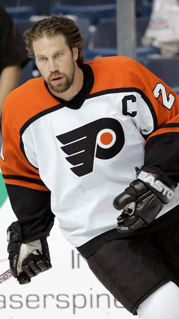 Peter Forsberg played only 100 games for the Flyers, but the team honored him Tuesday for his Hall of Fame career.