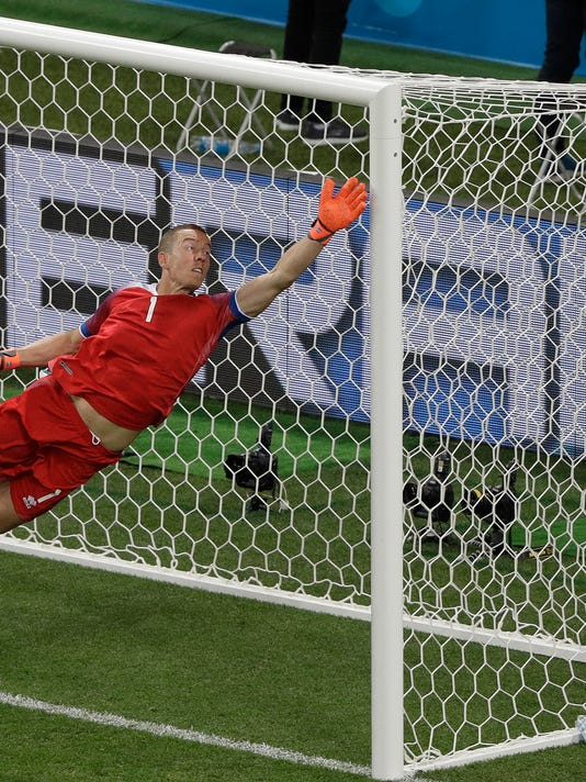 After impressing at World Cup, Iceland goalie joins Qarabag