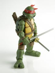 Leonardo (in original red mask) is the first of Mondo's
