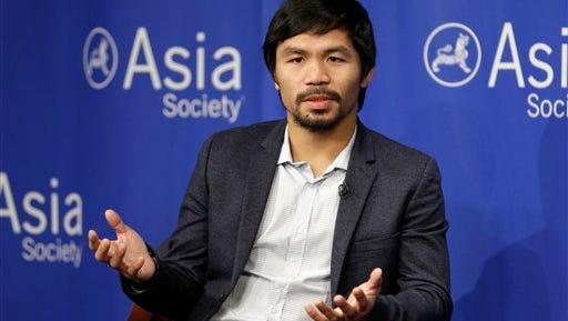 En esta imagen de archivo, tomada el 12 de octubre de 2015, el boxeador Manny Pacquiao responde peguntas en el Asia Society de Nueva York. (Foto AP/Seth Wenig, Archivo)