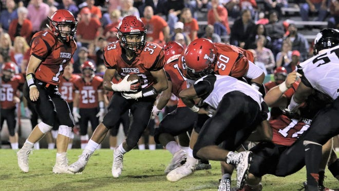 Lexington's Myles Peoples (33) runs the ball against South Side on Sept. 29, 2017.