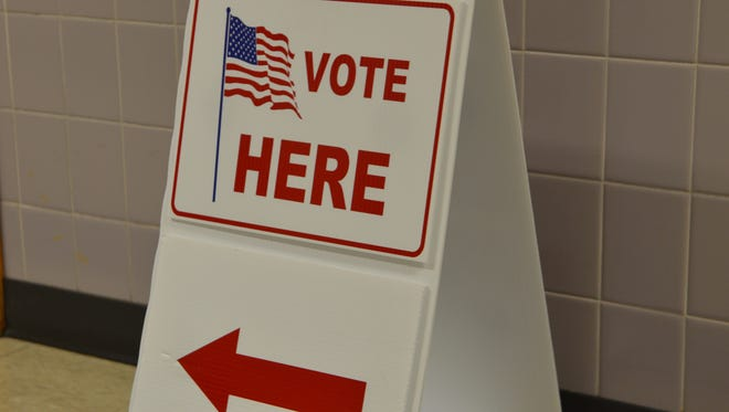A sign directs people where to vote at UW-Manitowoc.
