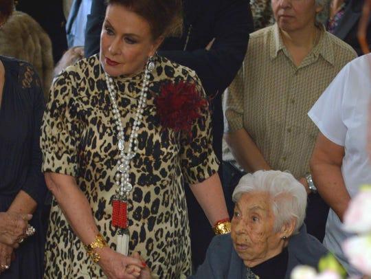 En su centenario, doña Eva lució muy contenta.