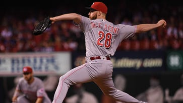 Cincinnati Reds starting pitcher Anthony DeSclafani (28) delivers a pitch against the St. Louis Cardinals at Busch Stadium.