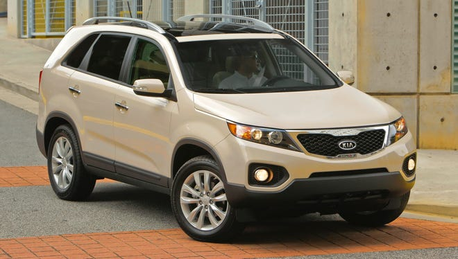 Federal safety officaisl are invetigation reports of faulty sunroofs in 2011 - 2013 Kia sorento SUVs. A 2012 is pctured.