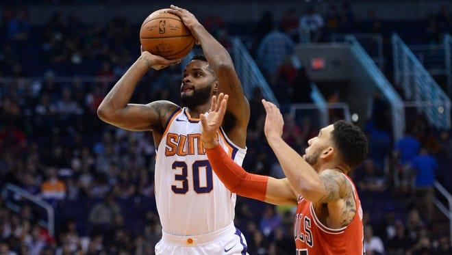Nov 19, 2017: Phoenix Suns guard Troy Daniels (30) shoots over Chicago Bulls forward Denzel Valentine (45) during the first half at Talking Stick Resort Arena.