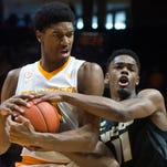 Mike Strange: Vols match last year's 15 wins