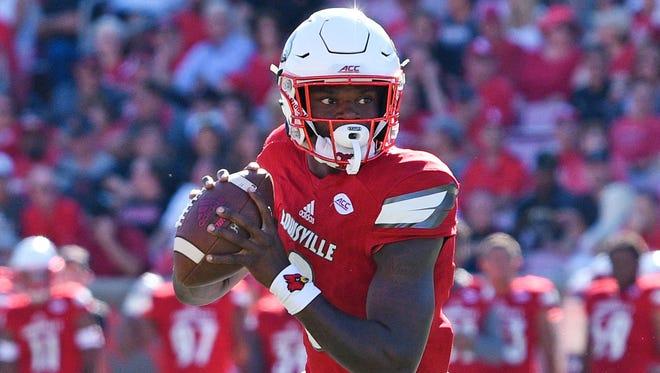 Louisville Cardinals quarterback Lamar Jackson (8) looks to pass against the Murray State Racers during the first half at Papa John's Cardinal Stadium.