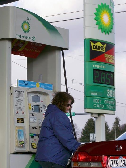 NEW 111414 gas prices 01ml.jpg