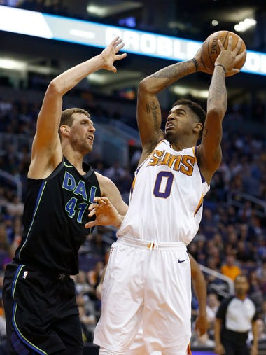 Phoenix Suns forward Marquese Chriss (0) shoots over