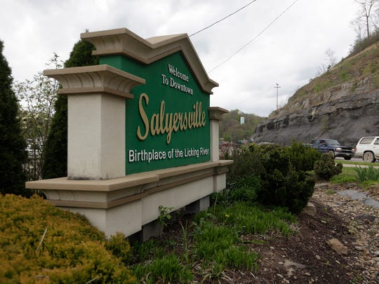 A sign welcoming travelers to downtown Salyersville,