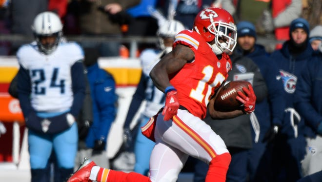 Kansas City Chiefs wide receiver Tyreek Hill (10) runs for a 68-yard touchdown during the first half of an NFL football game against the Tennessee Titans in Kansas City, Mo., Sunday, Dec. 18, 2016.