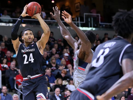 Kyle Washington led Cincinnati with 15 points in a 61-51 AAC quarterfinal win over SMU.
