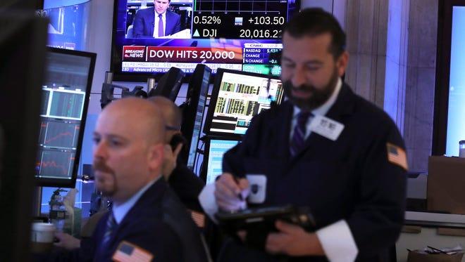 Traders work on the floor of the New York Stock Exchange on Jan. 25, 2017. (EPA/ANDREW GOMBERT)