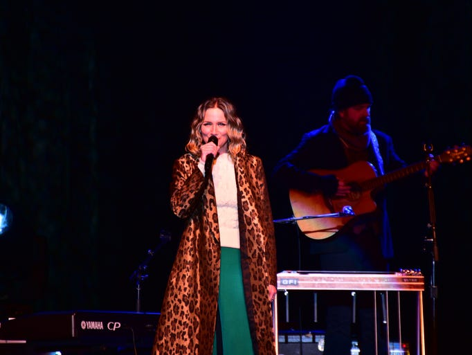 Grammy-nominated country star Jennifer Nettles performed