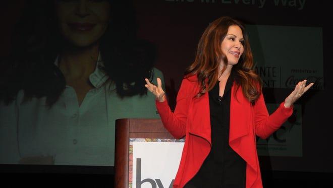 Nely Galán quien fuera la primera presidenta latina en entretenimiento para una cadena de televisión de este país, en la Conferencia de Mujeres Hispanas.