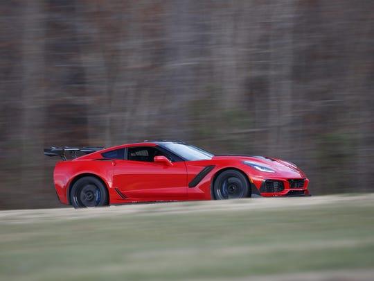 2019-Chevrolet-Corvette-ZR1–VIR-Lap-Record-Holder-02
