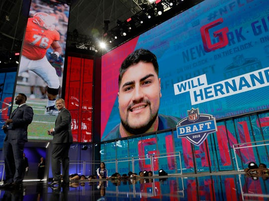 Former New York Giants player Justin Tuck, left, makes his team's selection as NFL Commissioner Roger Goodell, right, applauds during the second round of the NFL football draft Friday, April 27, 2018, in Arlington, Texas. The Giants selected UTEP's Will Hernandez. (AP Photo/Eric Gay)