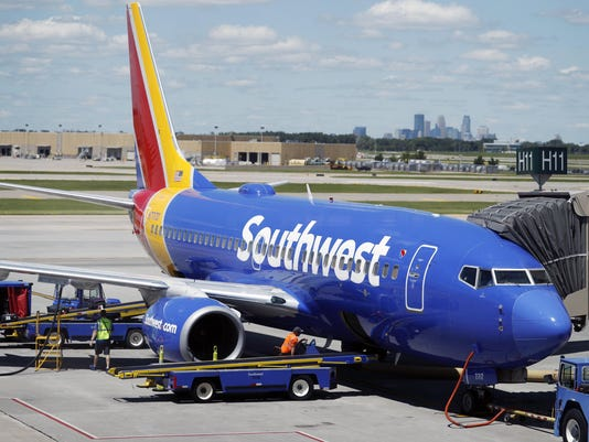 Southwest Airlines Boeing 737, r m