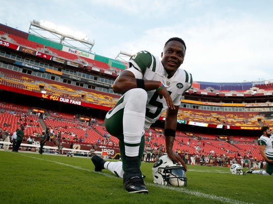 New York Jets quarterback Teddy Bridgewater (5) warms up before a preseason NFL football game against the Washington Redskins, Thursday, Aug. 16, 2018, in Landover, Md. (AP Photo/Alex Brandon)